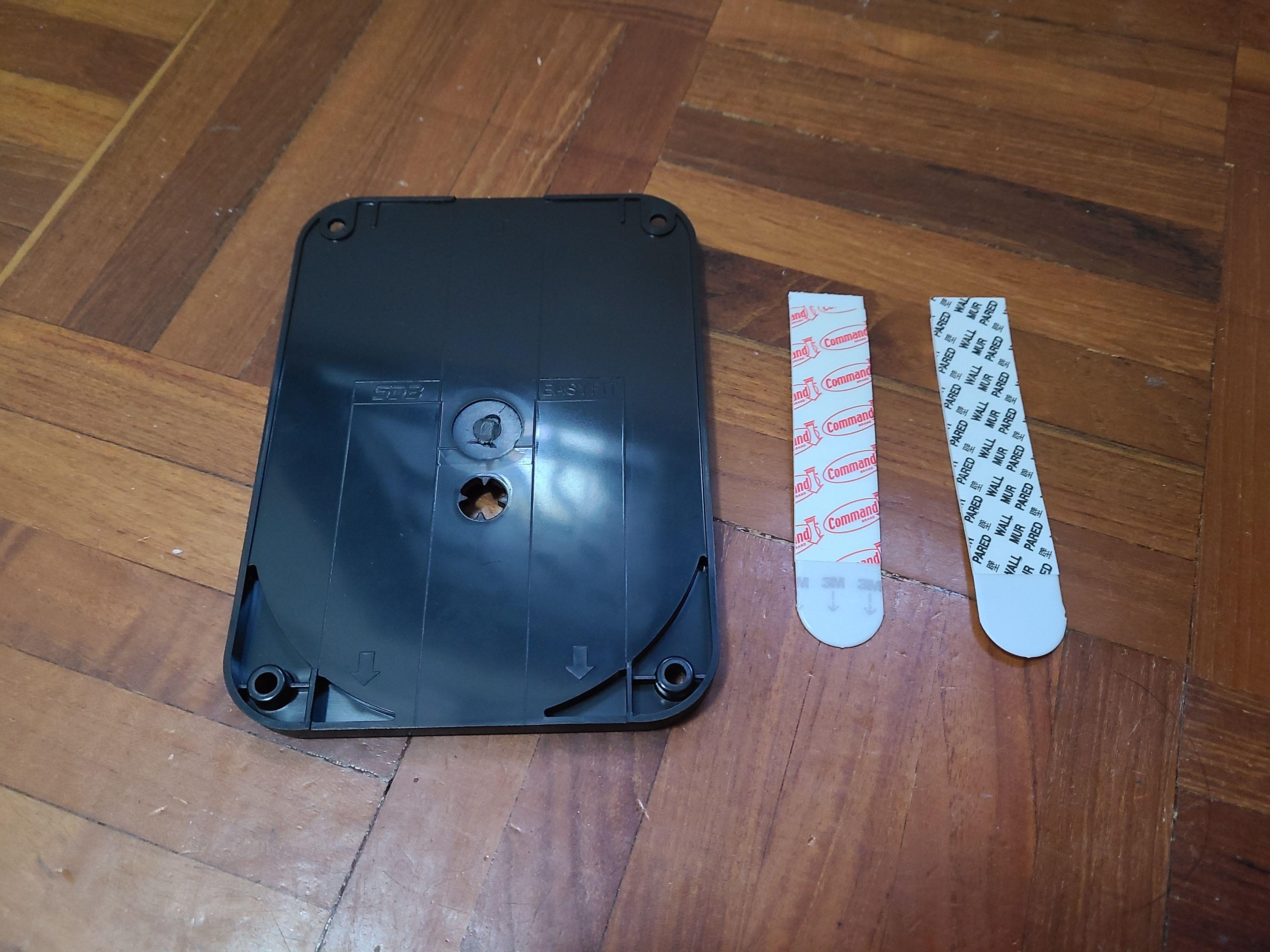 SDB A1 的背掛及雙面膠貼